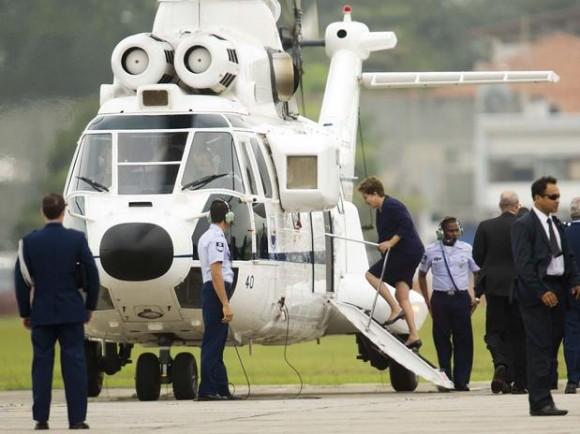 Dilma embarca em VH-34 após recepcionar papa - foto D Ramalho - Terra