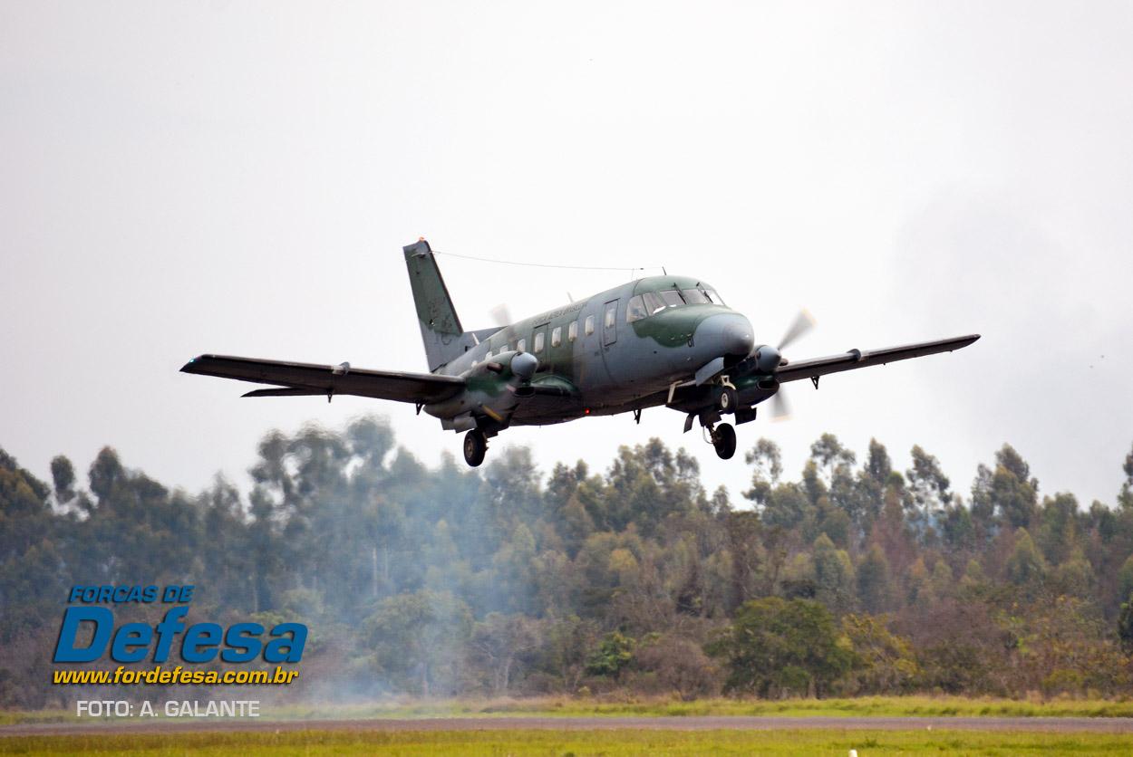 Domingo Aereo - AFA 2013 - Bandeirante decolando
