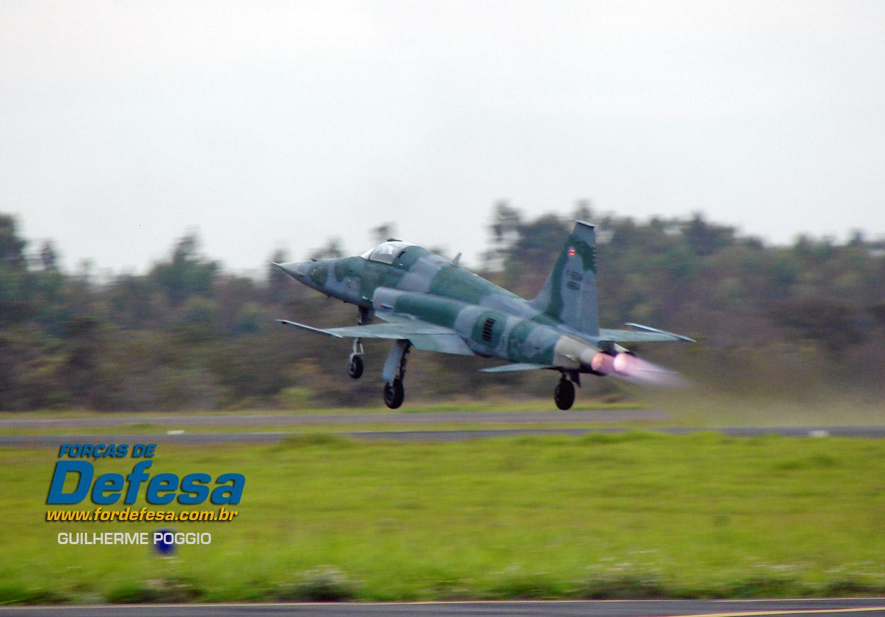 Domingo Aereo - AFA 2013 - F-5 decolando