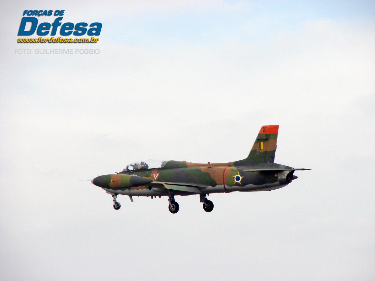 Domingo Aereo - AFA 2013 - Xavante em voo 2
