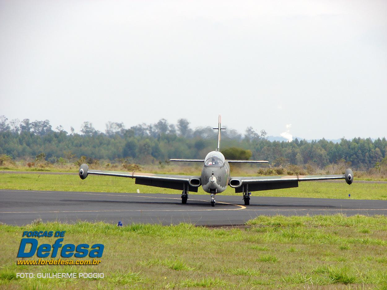 Domingo Aereo - AFA 2013 - Xavante taxiando 1