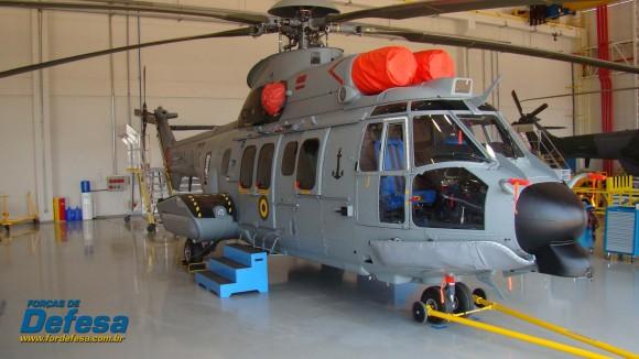 EC725 - 02 da MB na Flight Line da fábrica da Helibras em Itajubá - out 2012 - foto Nunão - Forças de Defesa