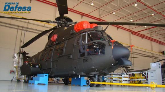EC725 - 02 do EB na Flight Line da fábrica da Helibras em Itajubá - out 2012 - foto Nunão - Forças de Defesa