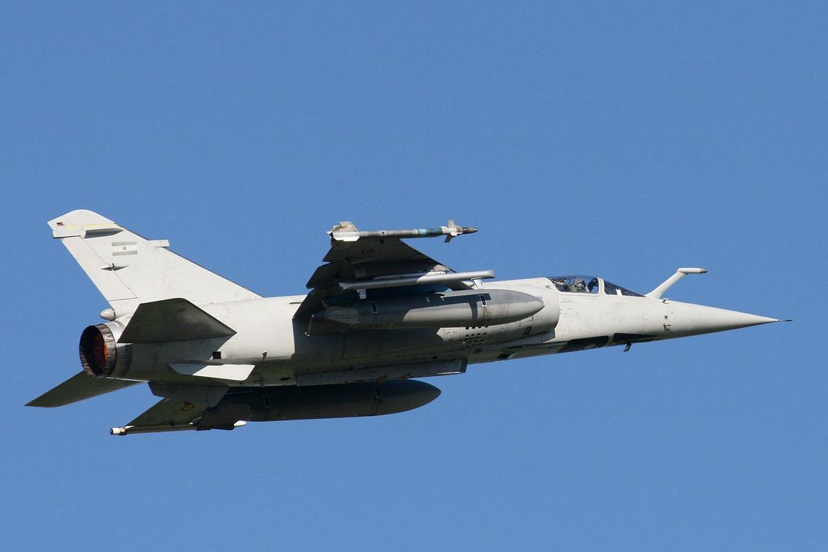 Mirage F1 modificado com as marcacoes da FAA
