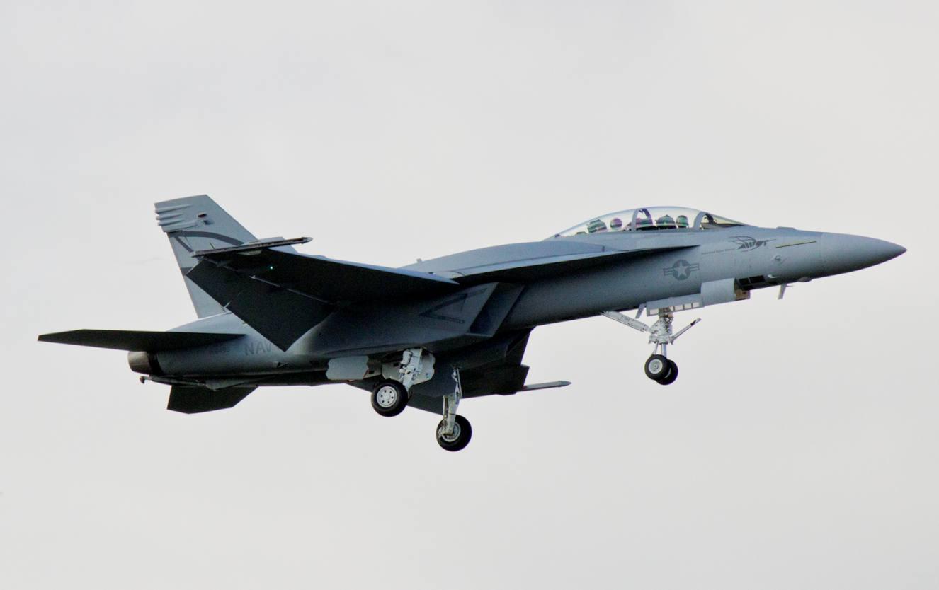 primeiro voo de Super Hornet com CFT - foto aeroexperience