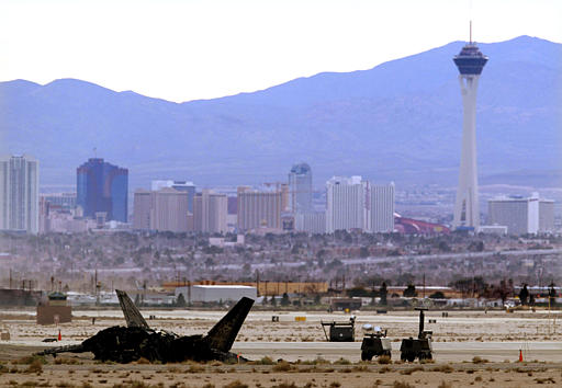 F-22 acidentado com Las Vegas ao fundo