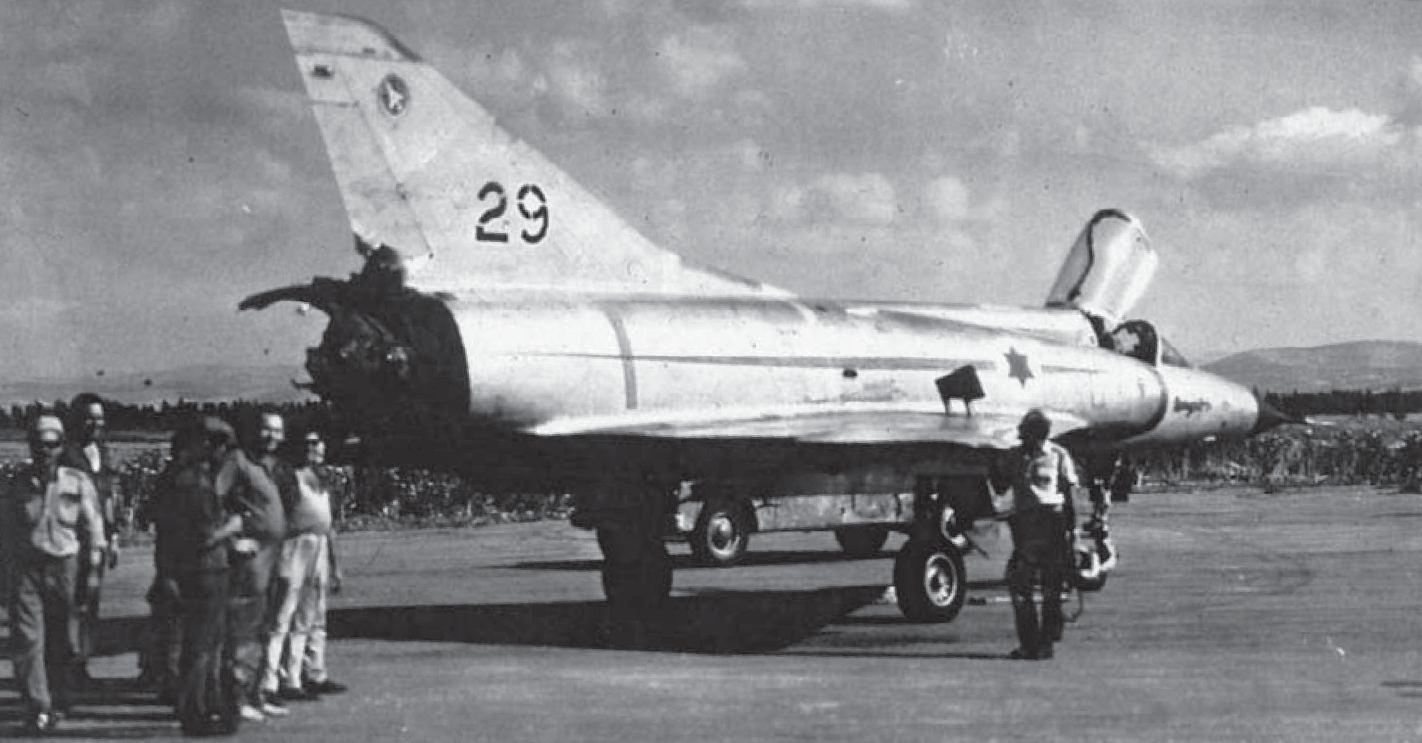 Mirage IIIC atingido por Atoll