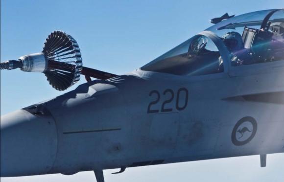 Super Hornet faz REVO no exercício australiano ECADEX 13 - foto 2 MD Australia