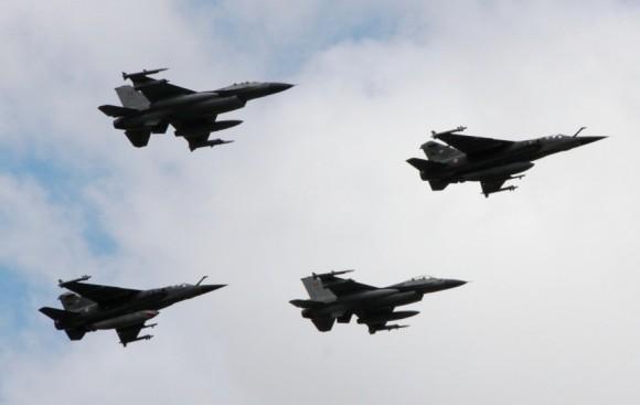 caças Mirage F1 franceses e F-16 belgas - foto 2 MD Lituânia