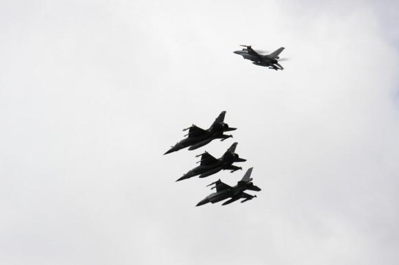 caças Mirage F1 franceses e F-16 belgas - foto MD Lituânia