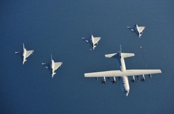 Caças Eurofigher F2000 e KC-130J italianos no Brilliant Mariner da OTAN - foto Força Aérea Italiana