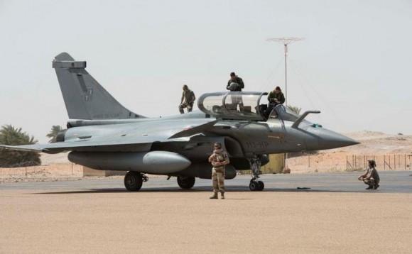 Caças Rafale fazem desdobramento em Faya-Largeau - foto 3 Força Aérea Francesa