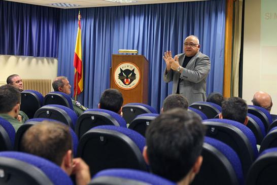 Coronel César Rico Rodríguez da USAF em palestra na Ala 12 - foto Força Aérea Espanhola