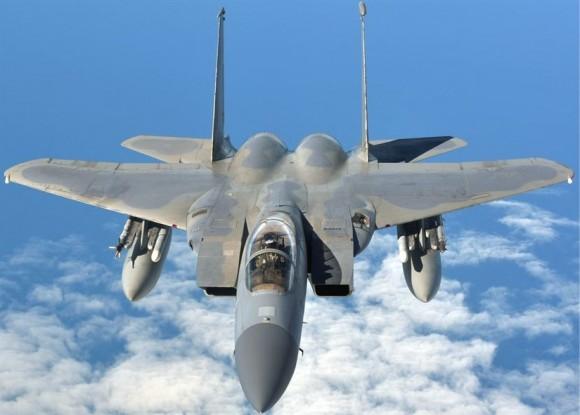 F-15C em rota para o Artic Challenge 2013 - foto USAF