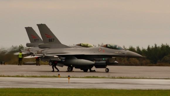 F-16AM da Noruega no Artic Challenge 2013 - foto USAF