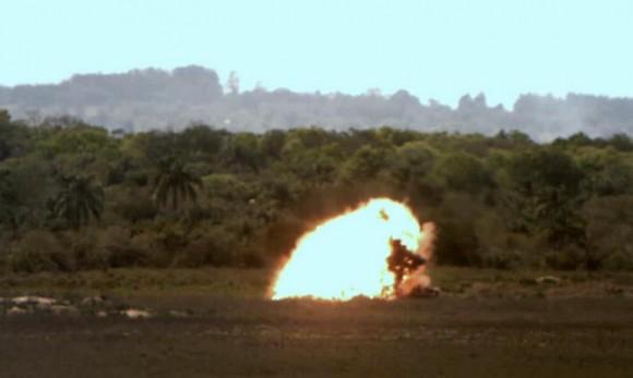 Impacto de bomba laser lançada de A-1 -  foto FAB