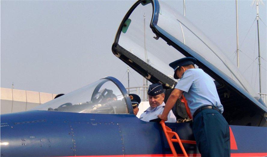 Welsh no cockpit de um J-10 foto USAF