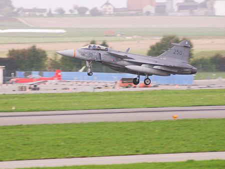 caça Gripen sueco em Payerne para apres Axalp 2013 - foto Depto Defesa Suíça