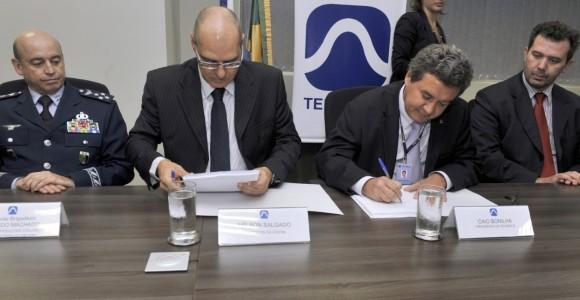 Assinatura contrato SGDC - foto 3 Ministério da Defesa