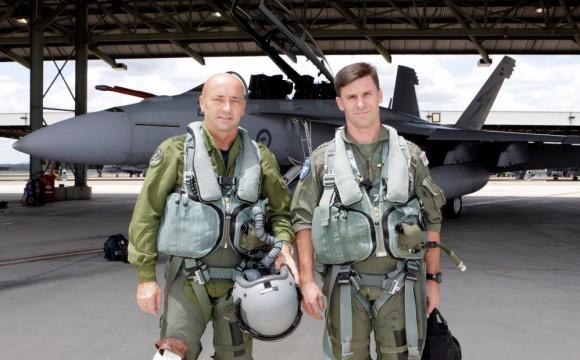 Comandante da Força Aérea Real Canadense voa Super Hornet na Austrália - foto MD Australia