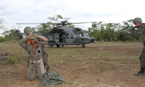 Exercício HELICÓPTERO TL com H-36 Caracal - foto FAB