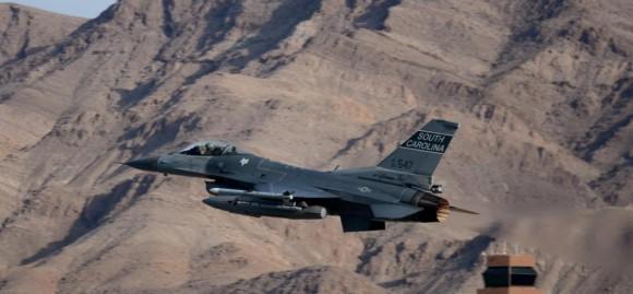 F-16 de unidade da Carolina do Sul decola de Nellis - foto USAF