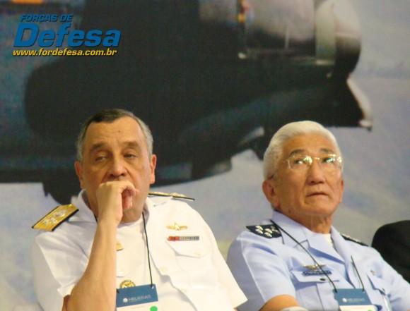 comandante da Marinha Moura Neto e comandante da Aeronáutica na inauguração da Helibras em 2012 - foto Nunão - Forças de Defesa
