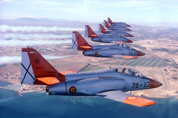 jatos de treinamento C-101 em formação - foto Força Aérea Espanhola