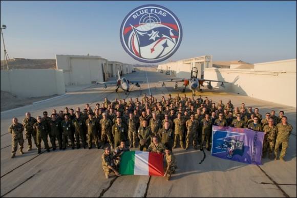 AMX e Tornado italianos com equipe que participou do Blue Flag em Israel - foto Força Aérea Italiana