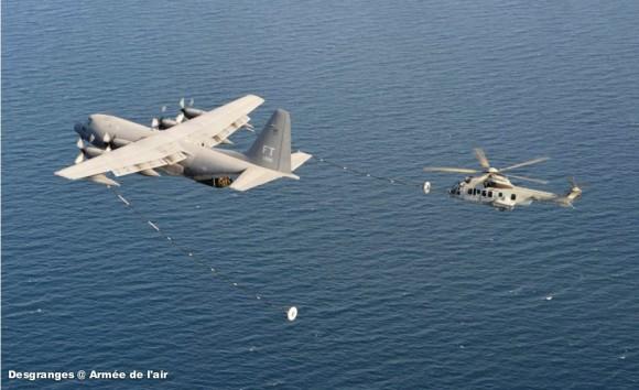 EC725 Caracal francês reabastece em voo com HC-130P Hercules americano - foto Força Aérea Francesa