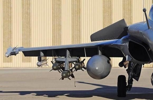 Rafale em teste com seis AASM dois Meteor quatro Mica e três tanques de 2000l - foto 2 Dassault