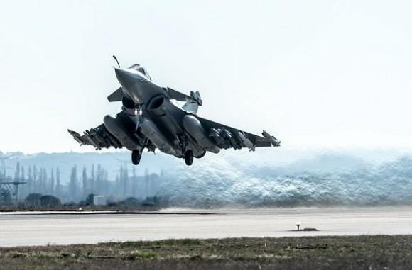 Rafale em teste com seis AASM dois Meteor quatro Mica e três tanques de 2000l - foto 5 Dassault