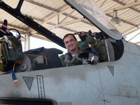 Coronel Roberto Cezar Salvado Fleury Curado voa em Pucará - foto 3 Força Aérea Argentina