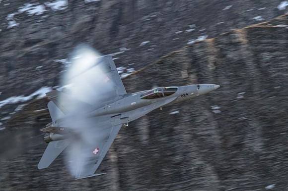 F-18 Hornet em apresentação solo - foto 3 Força Aérea Suíça