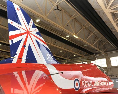 Pintura comemorativa 50 temporadas Red Arrows - foto RAF