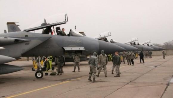 Caças F-15 C que operam no Báltico desde janeiro de 2014 - foto MD Lituânia