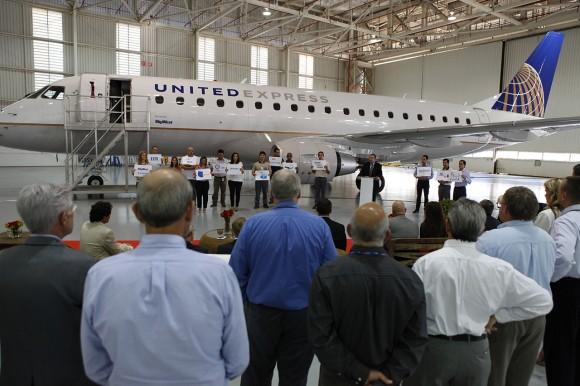 Cerimônia de entrega do jato E175 para a SkyWest