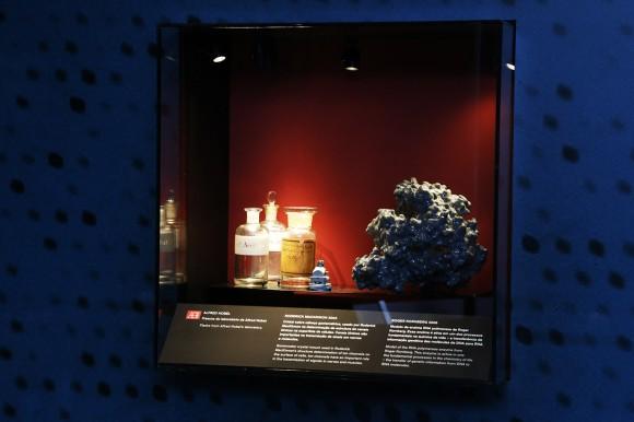 Frascos do laboratório de Alfred Nobel são algumas das peças expostas