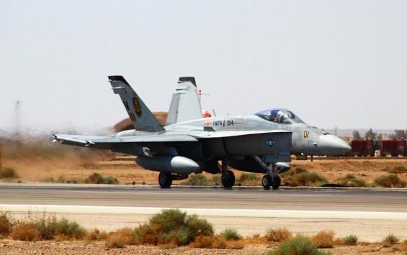 Exercício Eager Tiger 2014 - caça F-18 USMC - foto USAF