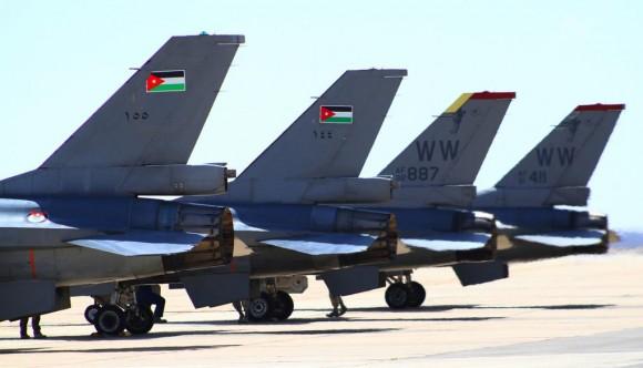 Exercício Eager Tiger 2014 - caças F-16 Jordânia e EUA - foto USAF