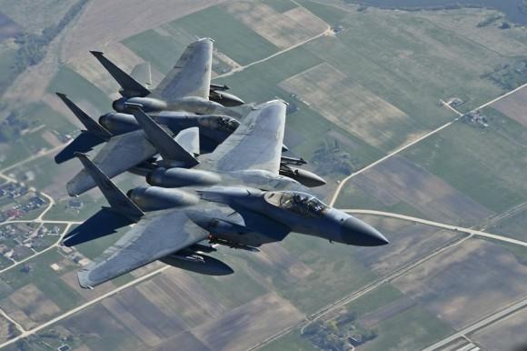 F-15 da USAF na Lituânia no final de abril - foto USAF