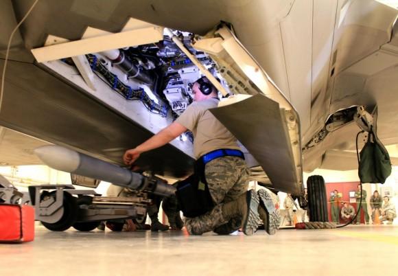 F-22 manutencao - foto USAF 1