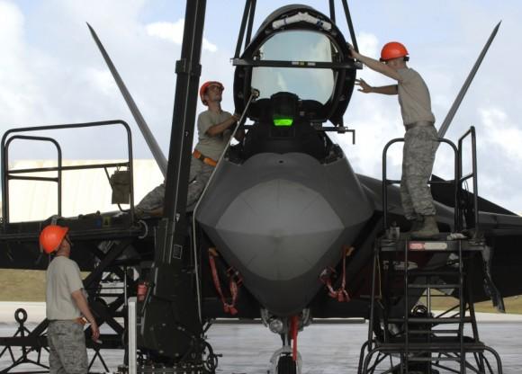 F-22 manutencao - foto USAF 3