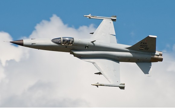 F-5 Fuerza Aerea Hondurena - AirShow San Pedro Sula 2010 - foto Cesar B M - flickr