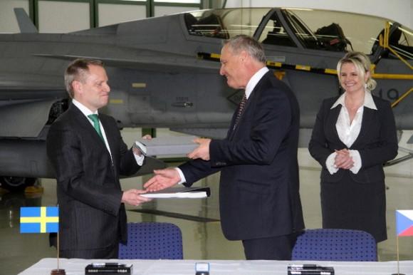 Gripen - assinatura extensão contrato de leasing - foto 3 MD República Tcheca
