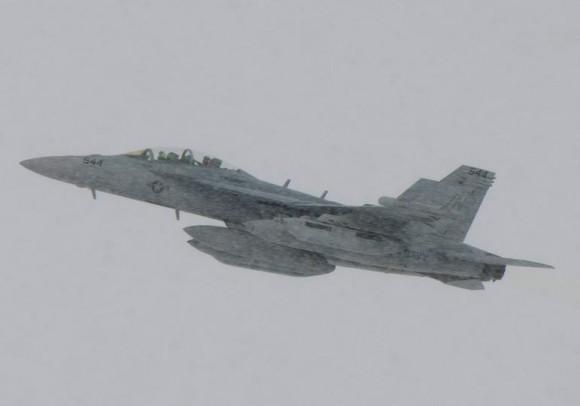 Growler decolando na neve no Japão - foto via Navair