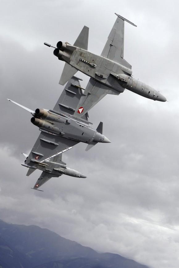 caças Eurofighter e F-5 nas cores da Áustria - foto Forças Armadas Austríacas