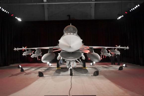 F-16 Iraque - aceitação oficial - foto Lockheed Martin
