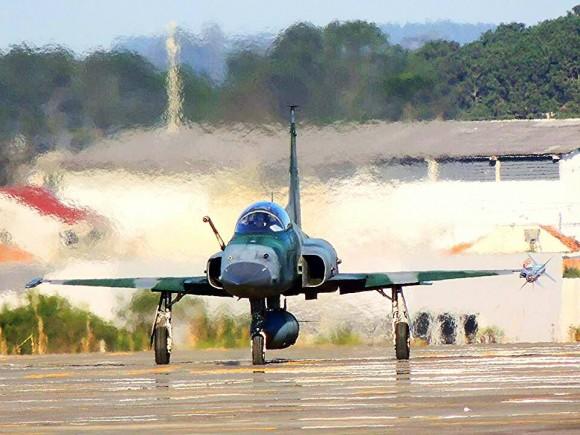 F-5EM armado com míssil Python IV em SBCT - 1