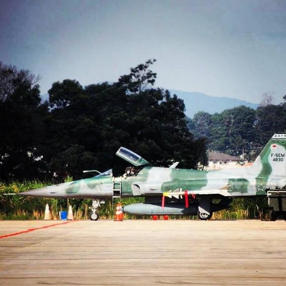 F-5EM armado com míssil Python IV em SBCT - 2